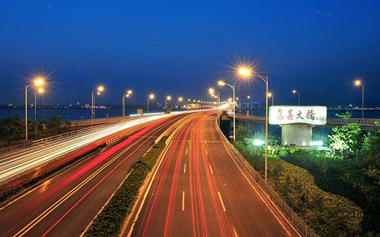 壁纸 道路 高速 高速公路 公路 夜景 桌面 550_344
